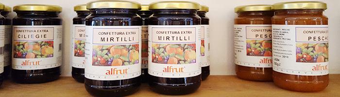 Barattoli di confettura alla frutta