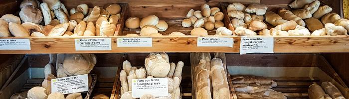Selezione di pane in panificio